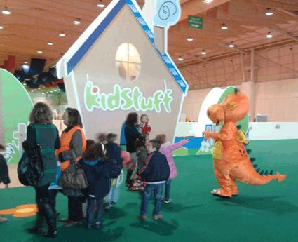 Festa de aniversário infantil, aluguer de insufláveis e de brinquedos